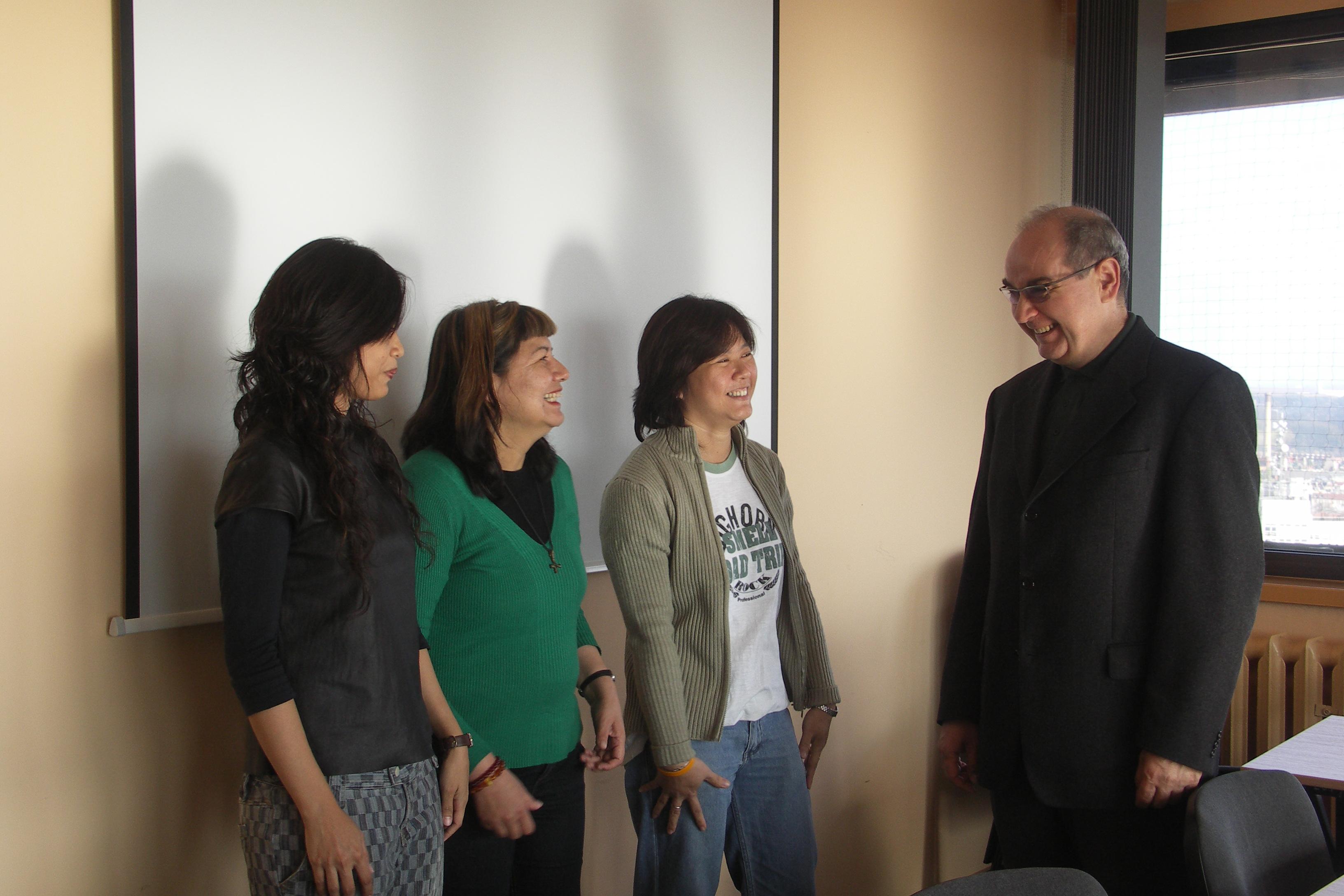 Doktorantki z Asian Institute of Technology z Tajlandi w KIE – projekt EastWeb (na zdjęciu od lewej: Thadthong Bhrammanee, Maria Vargas-Vera, Ajaree Naco, prof. Witold Abramowicz)