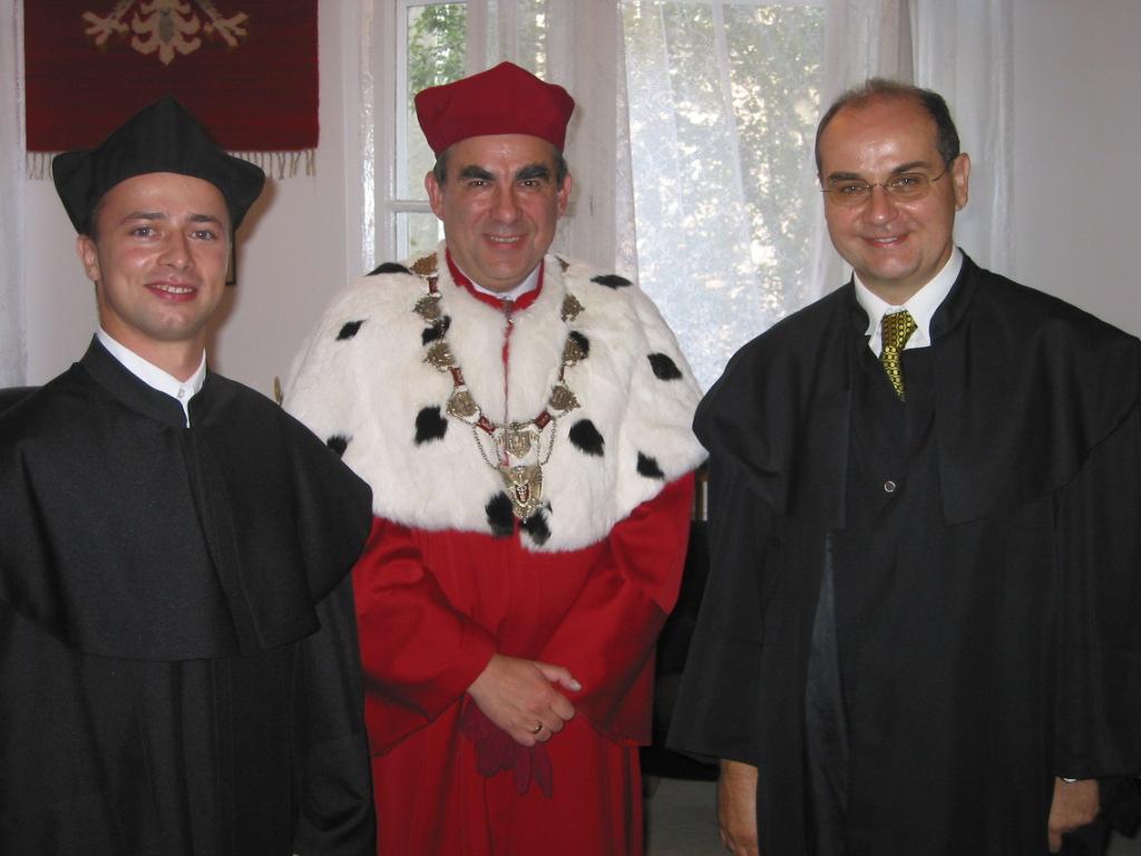 Promocja doktorska Krzysztofa Węcla (na zdjęciu, od lewej: dr Krzysztof Węcel, JM Rektor AE, prof. dr hab. Witold Jurek oraz promotor dr hab. Witold Abramowicz, prof. nadzw. AE)