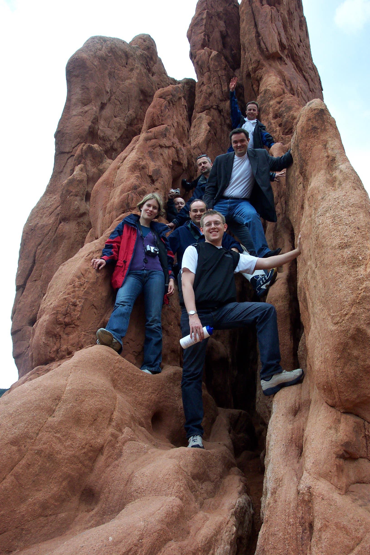 Uczestnicy 6. Międzynarodowej Konferencji Business Information Systems, Colorado Springs 2003 r. (na zdjęciu od góry: Krzysztof Węcel, Willy Picard, Tomasz Kaczmarek, prof. Witold Abramowicz, Agata Filipowska, Marek Kowalkiewicz)