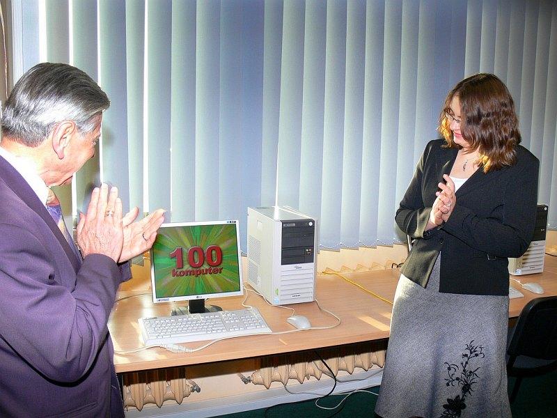 Uruchomienie laboratorium IT Integro w Katedrze Informatyki Ekonomicznej (na zdjeciu JM Rektor, prof.dr hab. Bohdan Gruchman, Monika Kaczmarek)